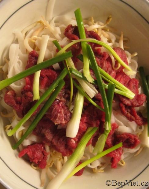 Vietnamská hovězí polévka pho