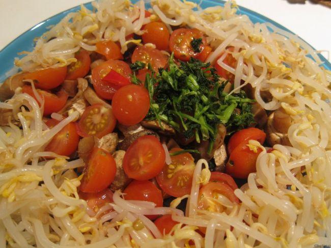 Vietnamská polévka Canh Mang Nau Suon