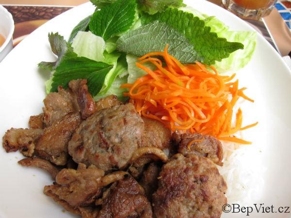 Bun Cha v restauraci madame Lyn