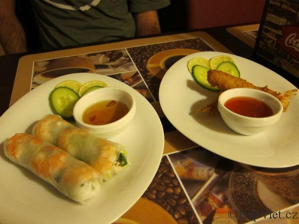 Předkrmy ve vietnamské restauraci Madame Lyn