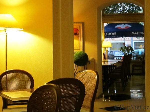 Interier vietnamské restaurace madame lyn