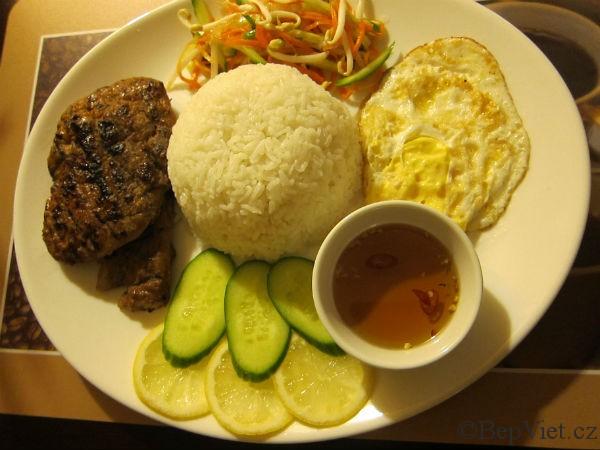 com tam saigon ve vietnamské restauraci madame lyn